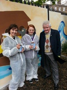 Frank Crummey, a founder of Rathmines Womens Refuge with Notre Dame students Rebecca Mayus and Lauren Josephson