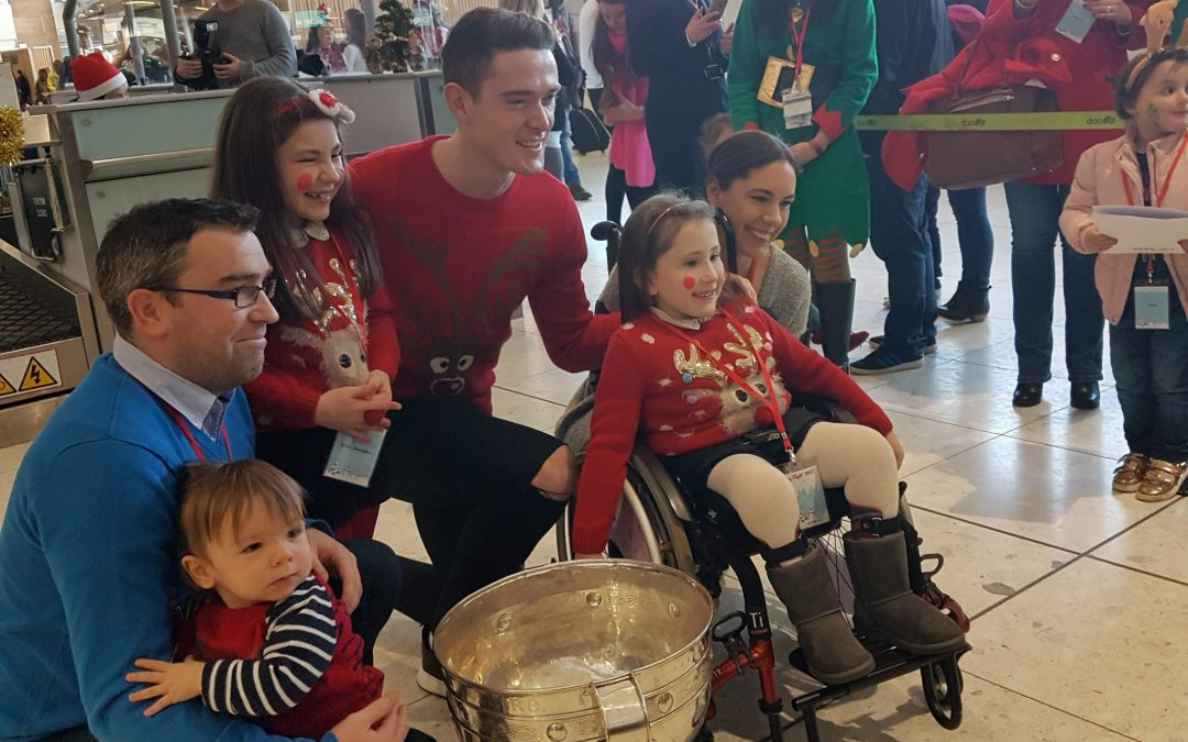 Temple Street Children search skies for Santa